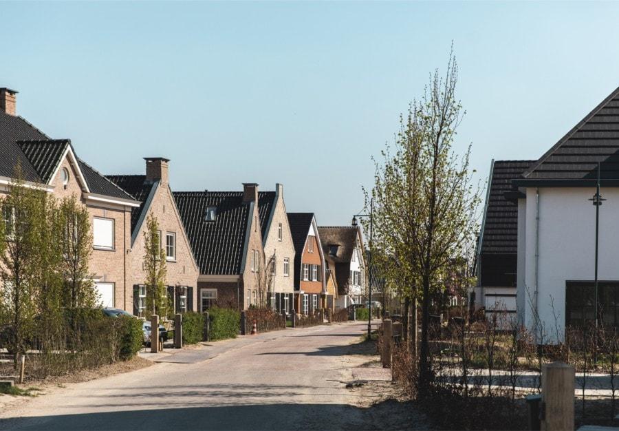 Buurt banner village road
